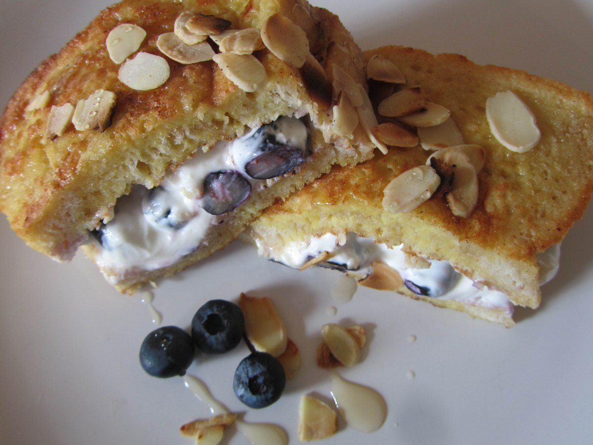 French toast with blueberries & Greek yoghurt
