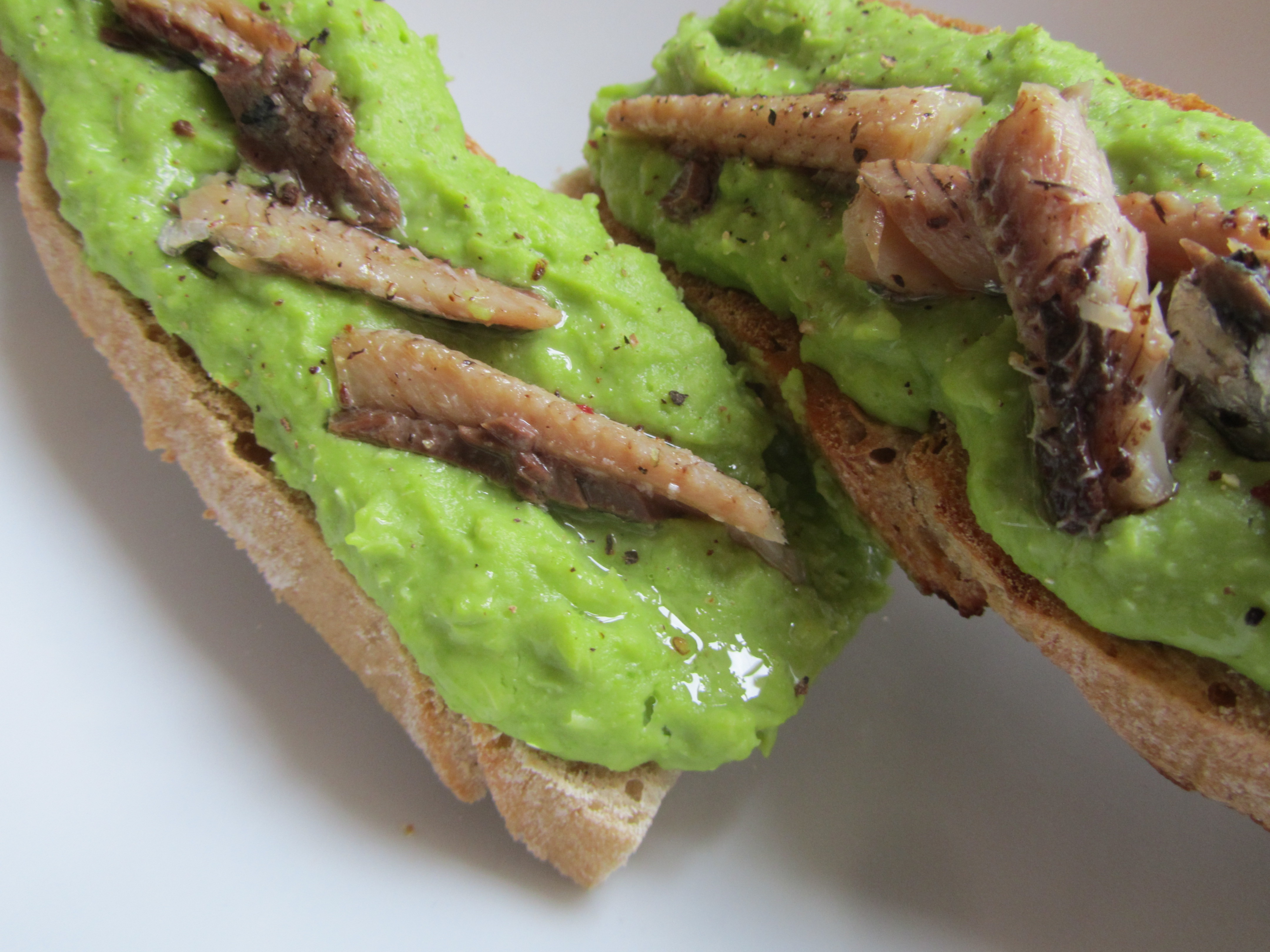 Broad bean purée and sardines on toast – Healthyfoodiebaby