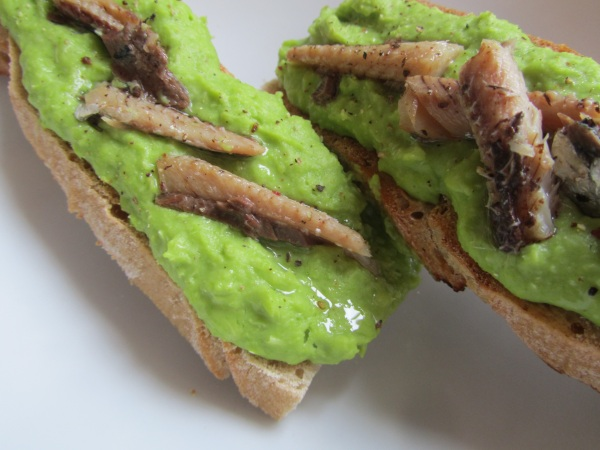 Healthy foodie baby_Broad bean puree with sardines on toast