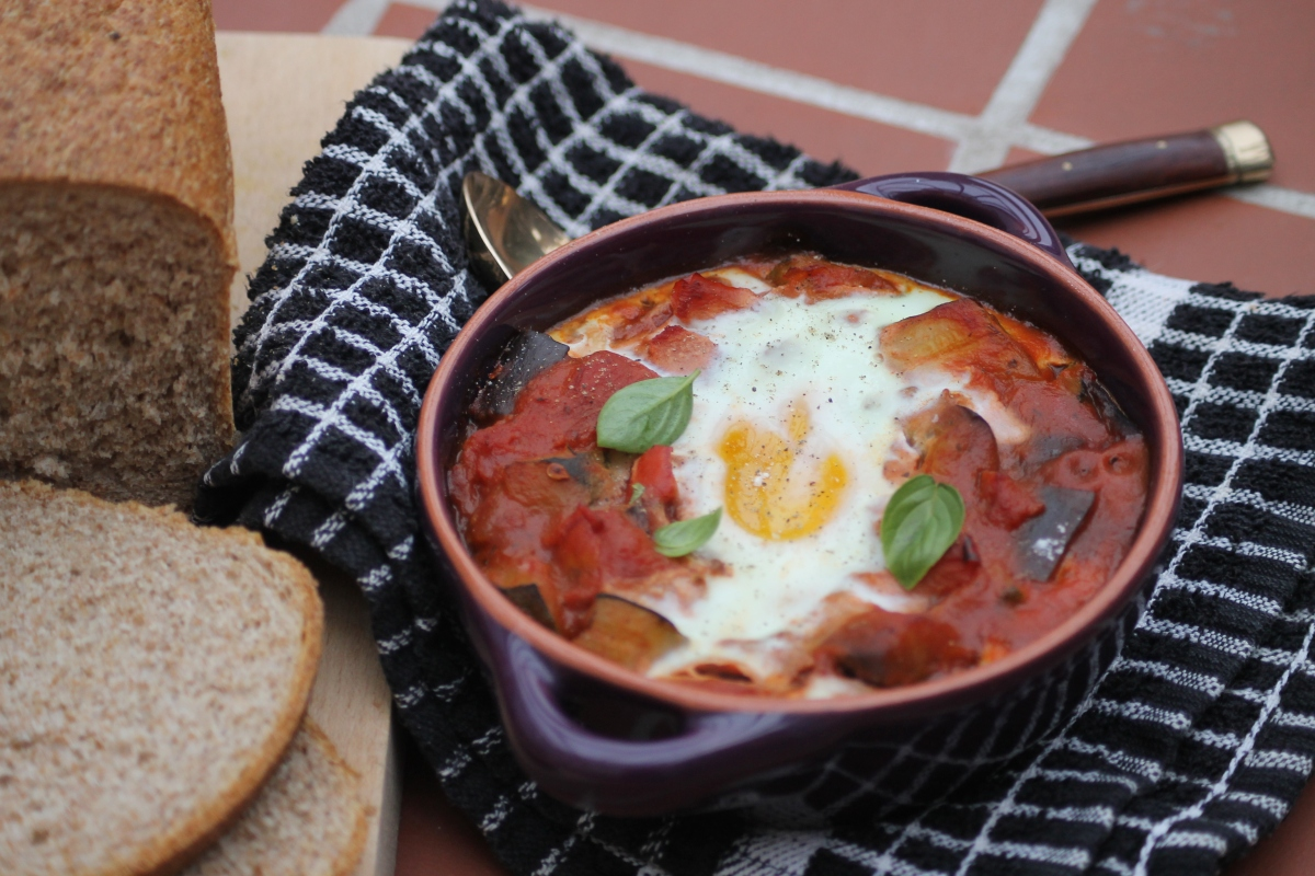 Baked eggs with ratatouille