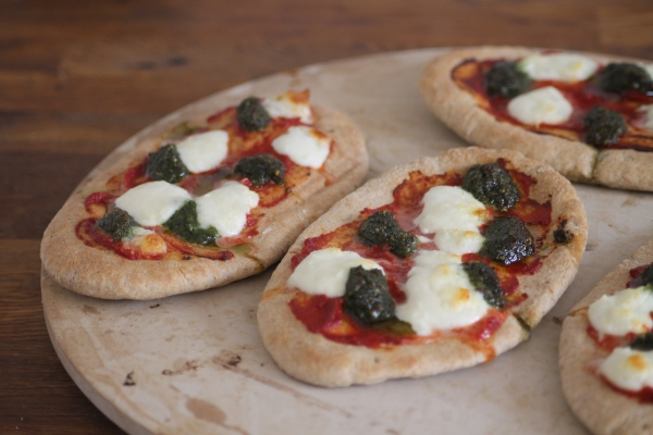 Mozzarella and pesto pita pizza@ healthyfoodiebaby