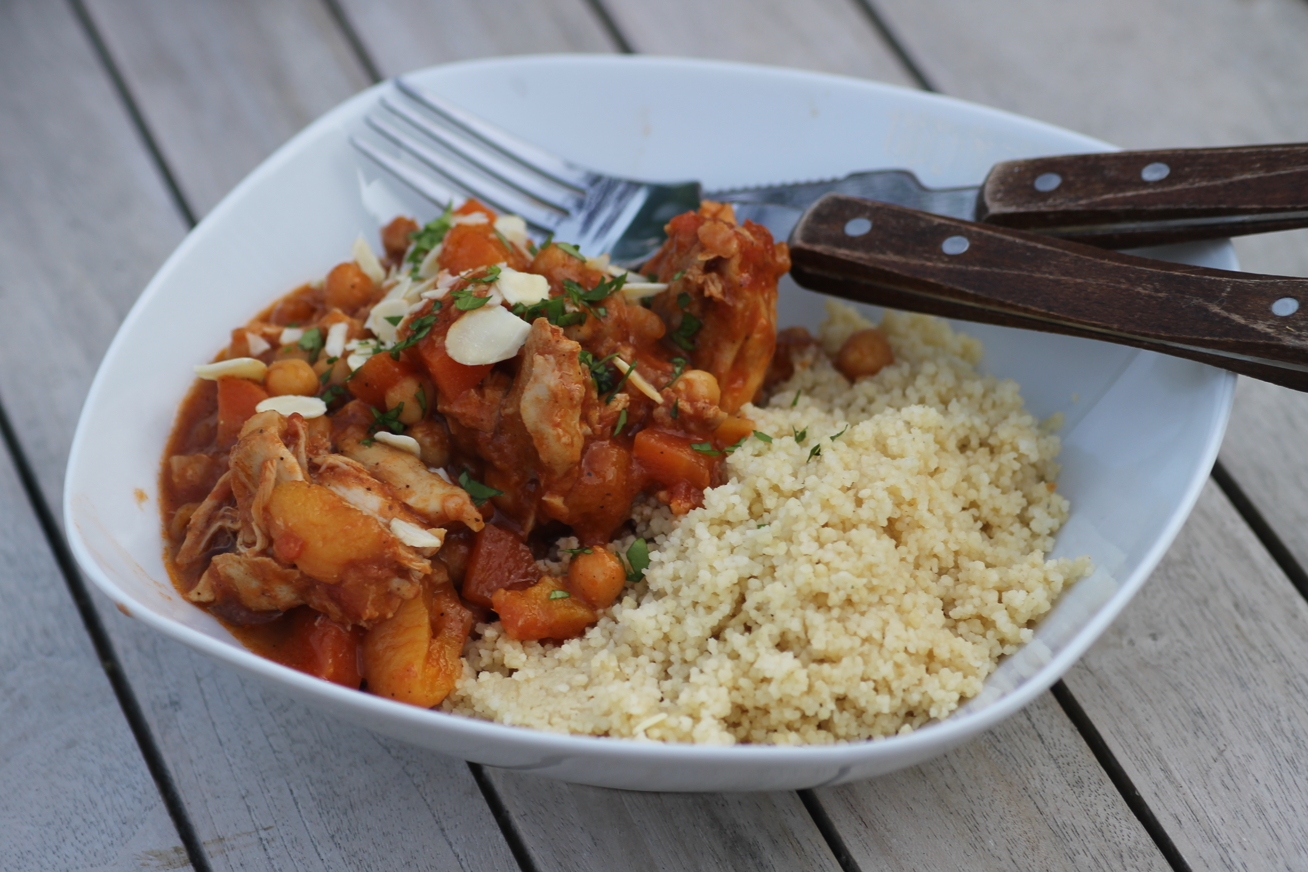 Slow cooked chicken apricot chickpea tagine healthyfoodiebaby slow cooked chicken apricot chickpea tagine forumfinder Images