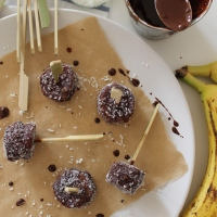 Frozen banana, peanut butter & chocolate bites
