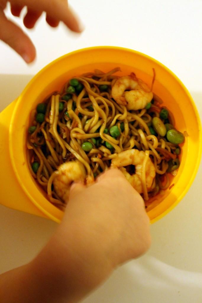 Prawn noodles & peas @ healthyfoodiebaby